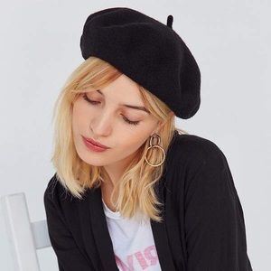 👩🏻‍🎨NWT👩🏻‍🎨URBAN OUTFITTERS Black Wool Beret